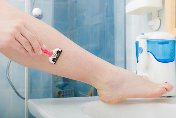 Při holení použij speciální pěnu nebo gel.