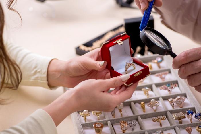 Šperky jsou krásné, ale ne za úlety.