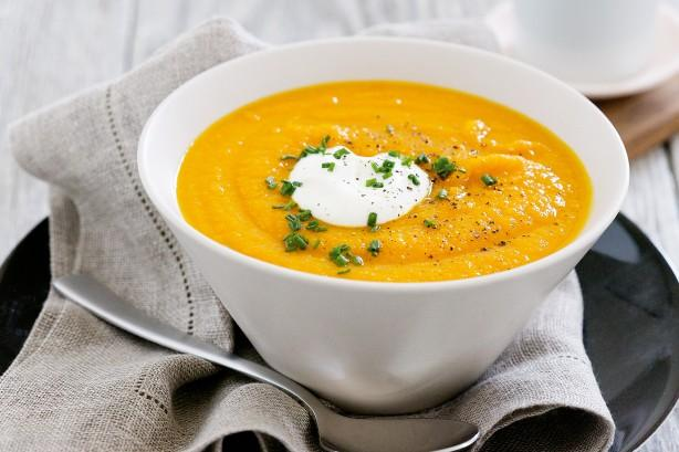 Zeleninové polévky jsou ideální pro zahřátí.