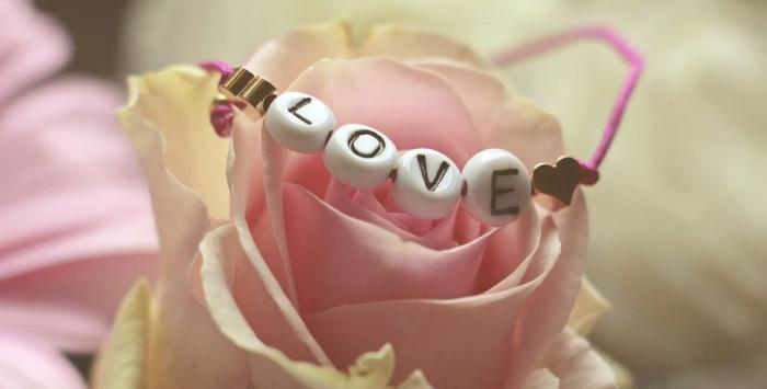 Příležitosti, jako je Valentýn nebo vánoční svátky, dokážou lidem otevřít oči.