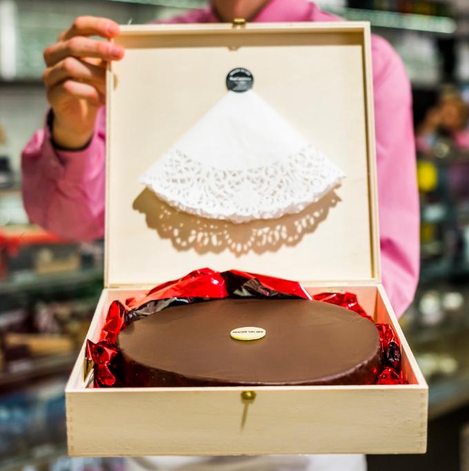Přineste oslavenci dort v dárkové kazetě!