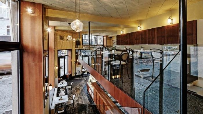 K dalším oblíbeným cukrárnám patří Cosmopolis Cafe.