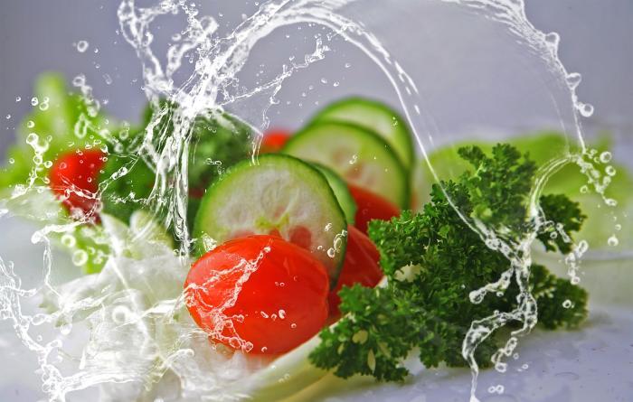 Zeleninové saláty můžou nadchnout i masožravce.