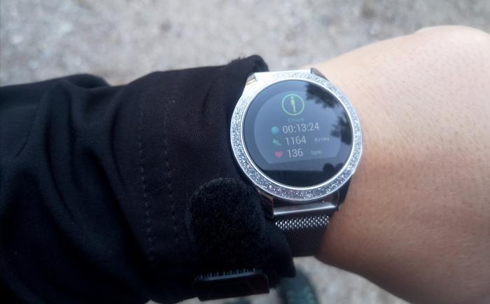 Dámské sportovní hodinky musí být funkční, ale i elegantní.