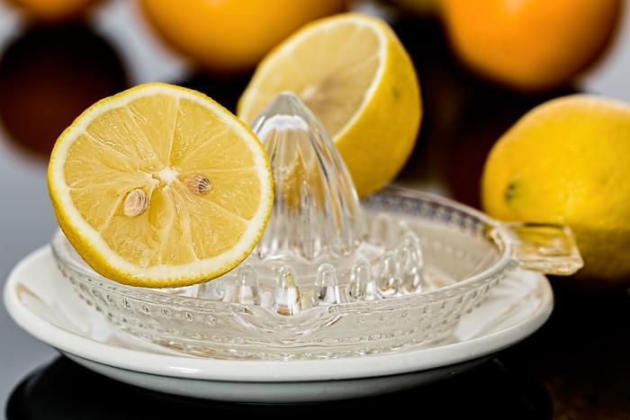 Vitamín C je při boji proti virózám důležitý.