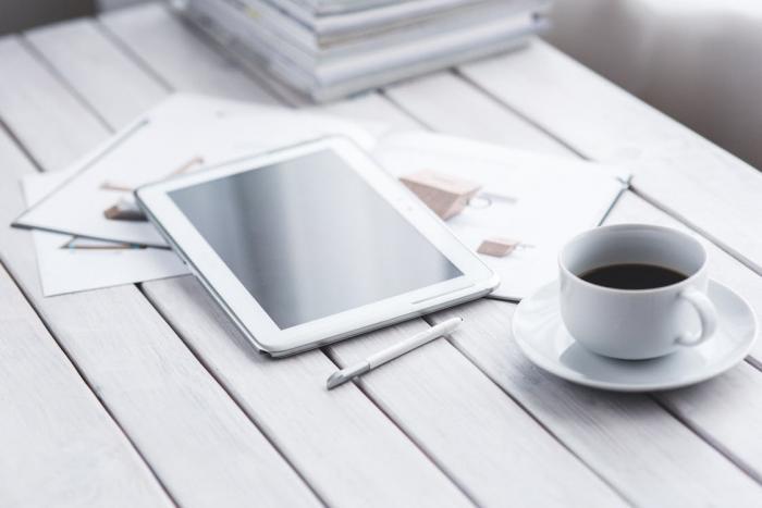 Káva povzbuzuje a kofein je návykový.