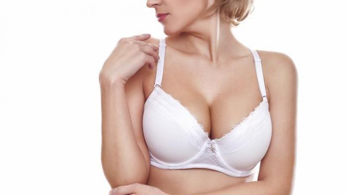Ženy obvykle potřebují zvětšit nebo zpevnit prsa.