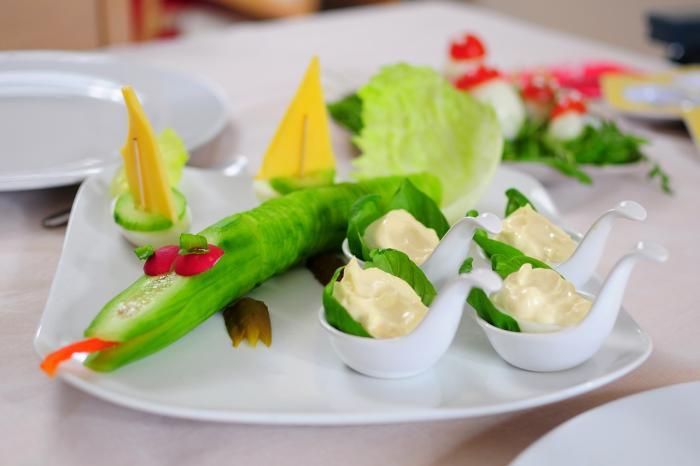 Okurka je jednou z nejoblíbenějších potravin během diet.