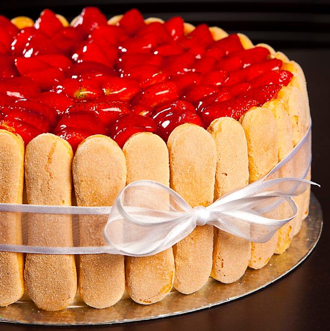 Jahody, maliny, borůvky... Na dortu chutnají vždy báječně!