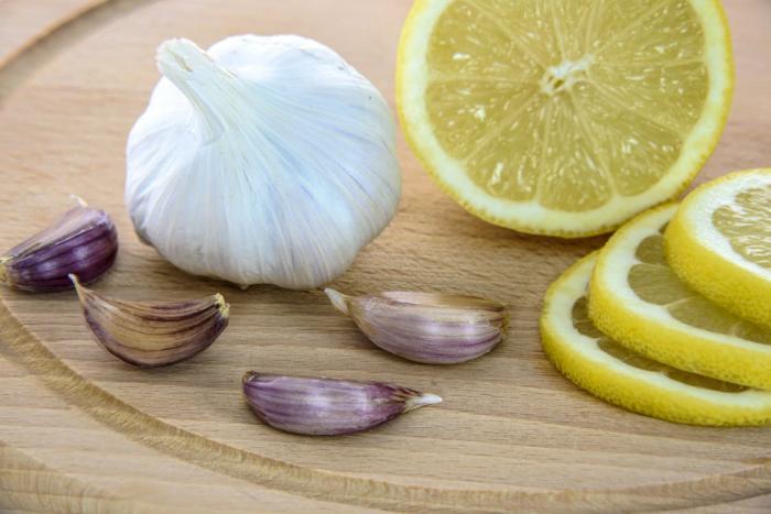 Česnek působí proti bakteriím a virům v těle.