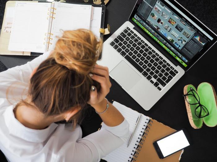Podle průzkumu má nebo mělo vztah na pracovišti přes 30 % osob.