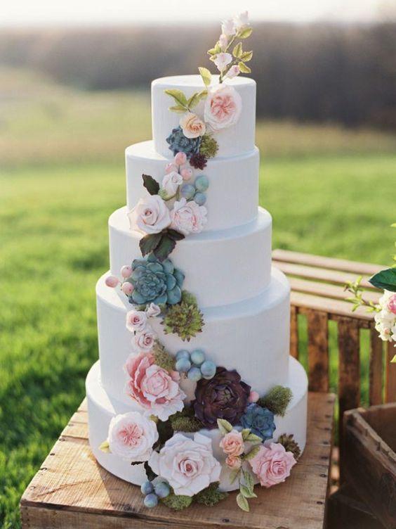 Nádherný svatební dort je třešničkou na dortu každé svatby.